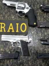 Quatro armas de fogo são apreendidas após BPRaio abordar carro roubado na AIS 08