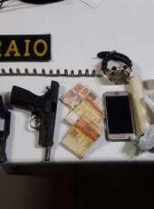 Três pessoas são presas e armas e drogas são apreendidas em ação do BPRaio na AIS 11