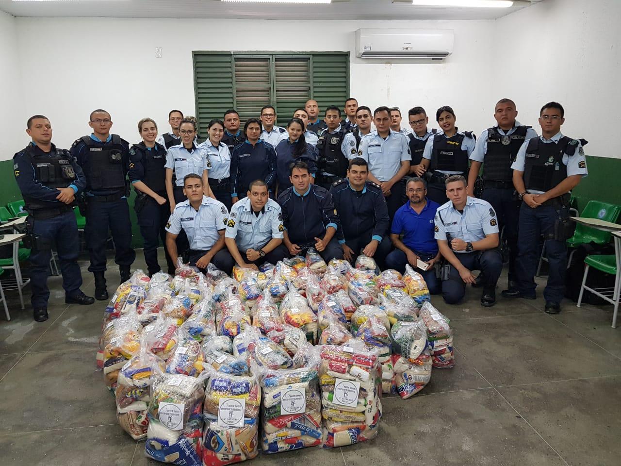 Policiais Militares arrecadam 925 kg de alimentos para doação de cestas básicas a famílias carentes