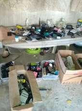 Polícia Militar apreende 15 kg de peças e carcaças de celulares