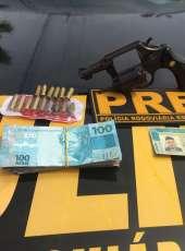 PMCE prende homem por porte ilegal de arma de fogo durante fiscalização na CE-375