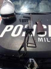 PMCE apreende espingarda calibre .12 e chassi de moto roubada