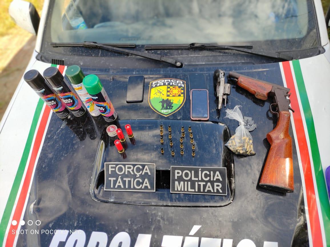 Em Maranguape-CE, PMCE apreende espingarda, revólver e diversas munições com quatro suspeitos