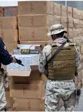 PRF e PMCE apreendem R$ 1 milhão em cigarros contrabandeados e prendem três pessoas no Ceará