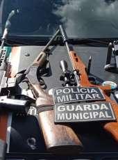 Após denúncias, PMCE e Guarda Municipal apreendem quatro armas de fogo e prendem suspeito em Frecheirinha-CE